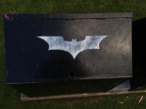 El ADN de Batman se deja ver en muchos pequeños detalles de la zona.