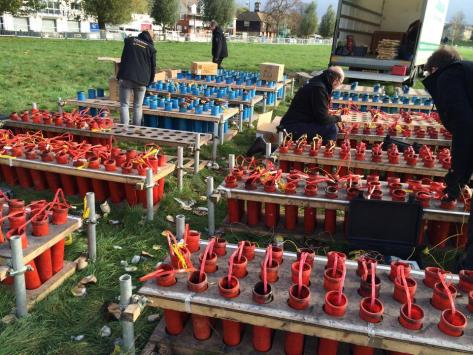 Preparativos de los fuegos artificiales en Cambridge. Foto del City Council.