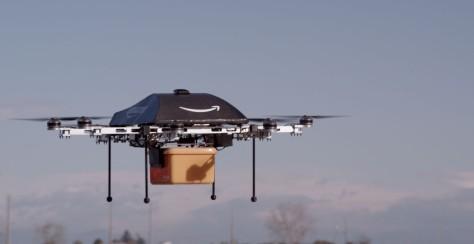 Uno de los drones de Amazon en pleno reparto.