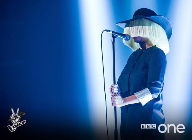 Concursantes y coaches cantan juntos en 'The Voice UK' (y la actuación de Sia)