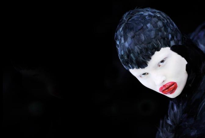 Primer vistazo a la exposición 'Alexander McQueen: Savage Beauty'