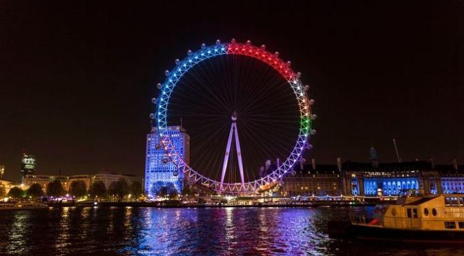 El London Eye se ilumina para reflejar las tendencias electorales según conversaciones en Facebook