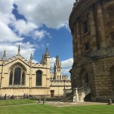La biblioteca se encuentra en una d elas zonas más bonitas de Oxford.